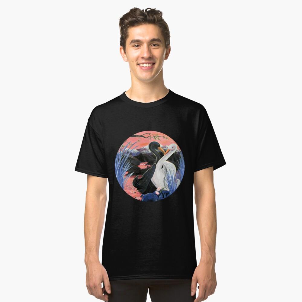 Swans Kiss Classic T-Shirt Vorne