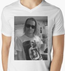 Macaulay Caulkin wearing a T-shirt of  Ryan Gosling wearing a T-shirt of Macaulay Caulkin  Men's V-Neck T-Shirt