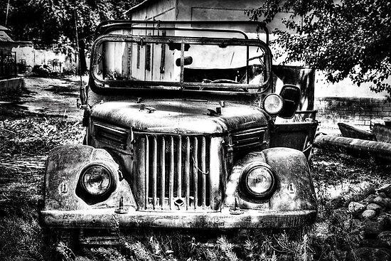 Tajik Jeep in Black and White von Kadwell