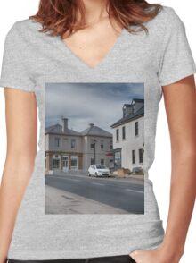 Bridge Street Richmond Women's Fitted V-Neck T-Shirt