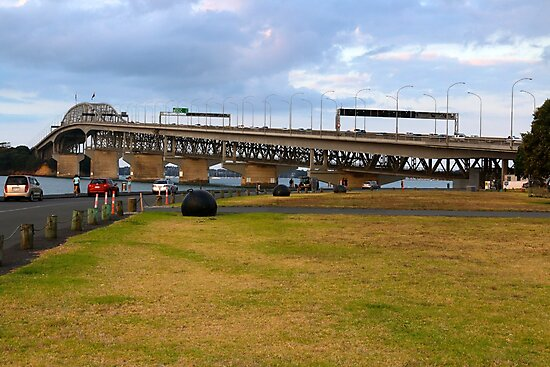 Auckland Harbour Bridge by DTohovaka