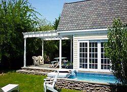 Hamptons vacation house by Loris Yamauchi