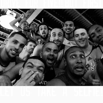 Spurs selfie T-shirt by rbrtcardenas