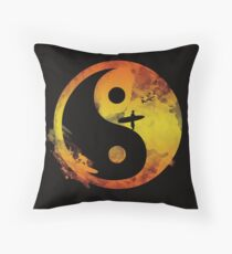 yin yang surfin V1 Throw Pillow