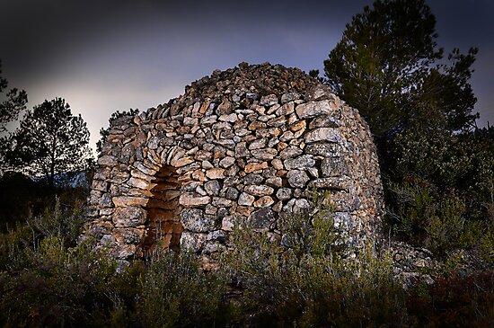 dry stone shelter by jmprfoto