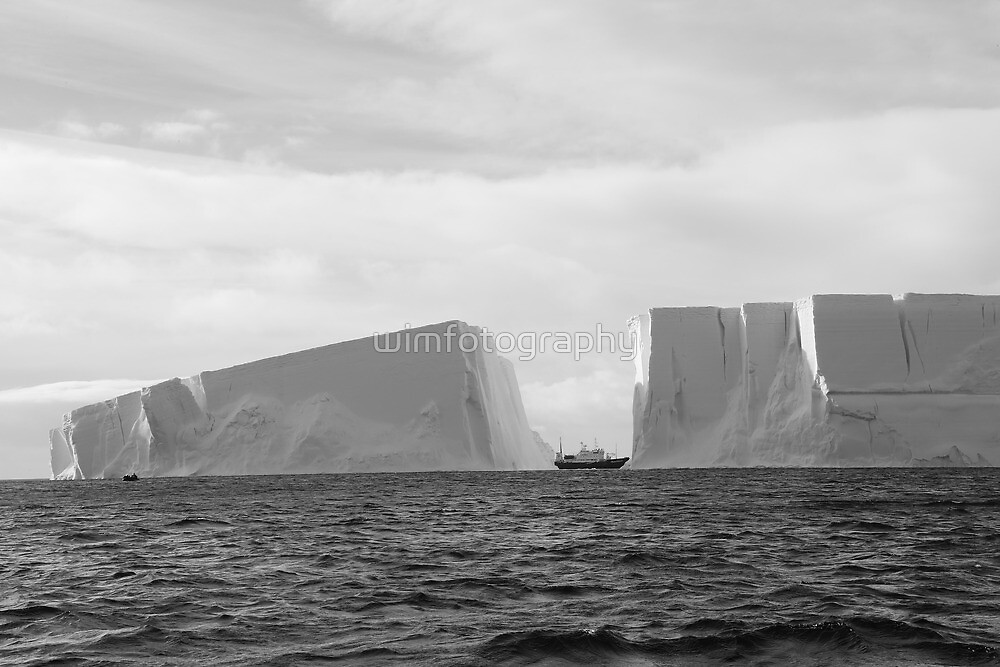 Antartica - Icebergs! by wimfotography