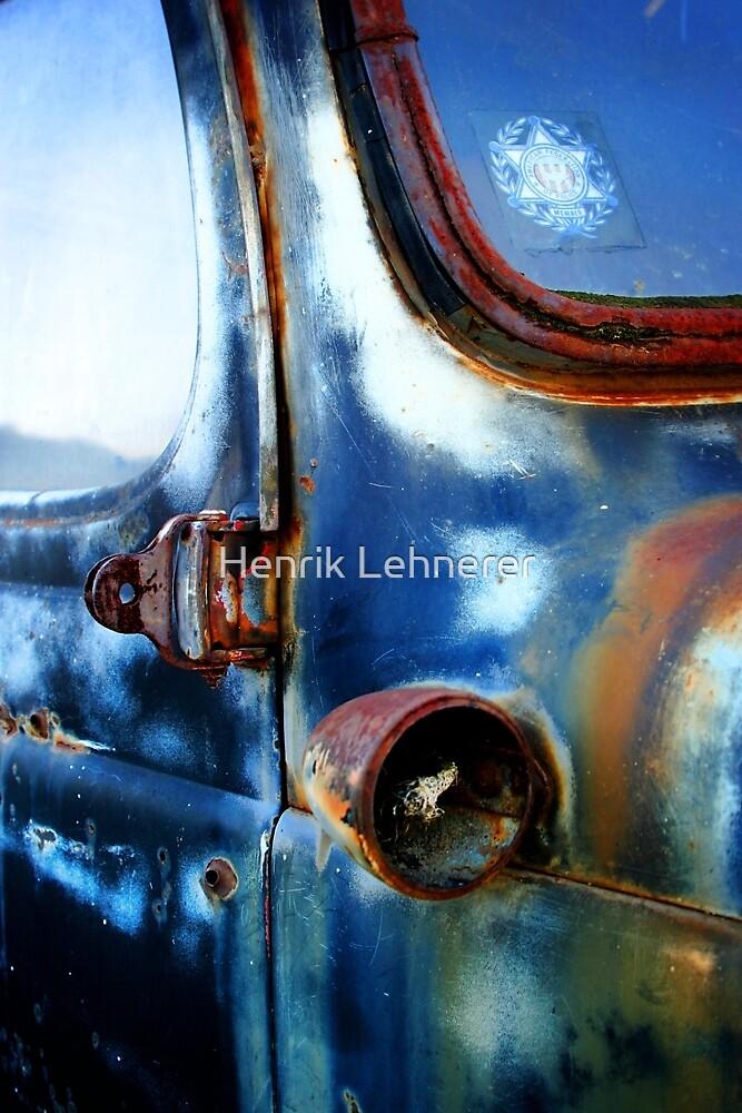 Old Car by Henrik Lehnerer