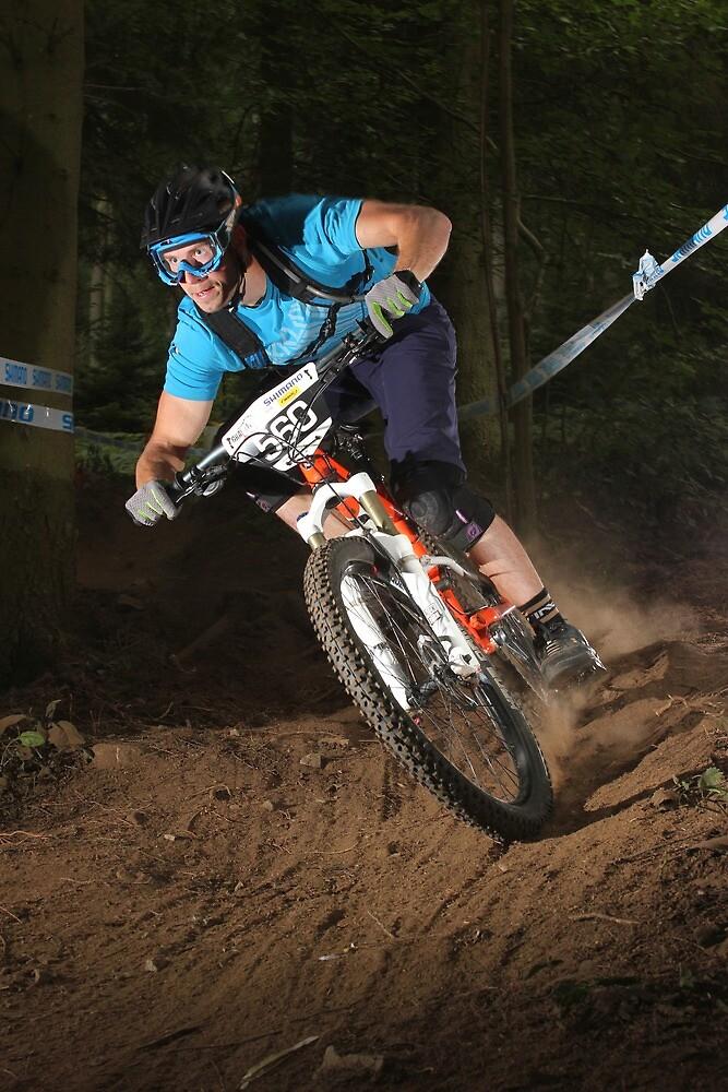 Enduro mountain bike rider by turniptowers
