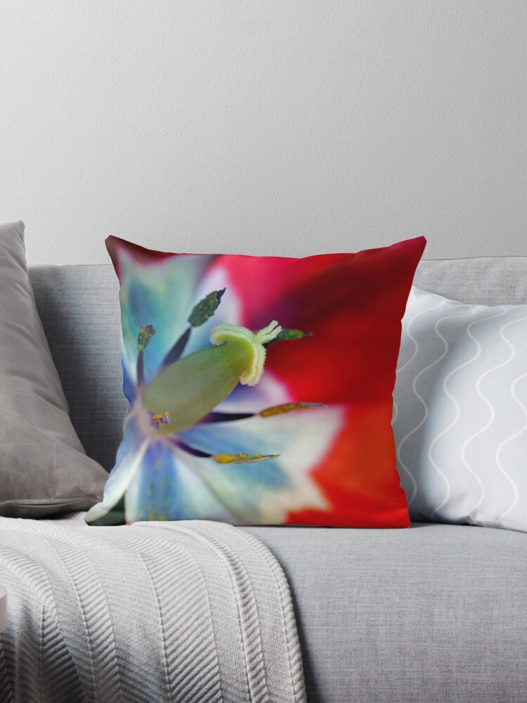 Tulip inside by RosiLorz