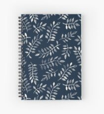 Cuaderno de espiral White Leaves on Navy - un patrón pintado a mano