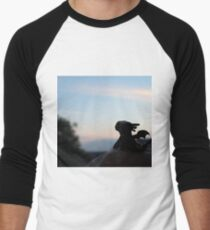 Tiny Toothless watching the sunset. T-Shirt