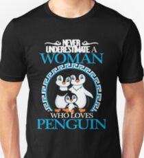 Penguins - Never Underestimate A Woman Who Loves Penguin Unisex T-Shirt