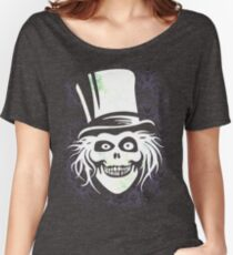 HATBOX GHOST WITH GRUNGY HAUNTED MANSION WALLPAPER Women's Relaxed Fit T-Shirt