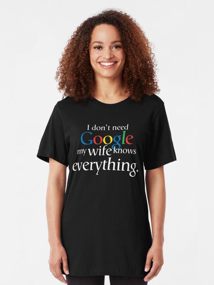 Alternative Ansicht von Ich brauche kein Google Meine Frau weiß alles Slim Fit T-Shirt