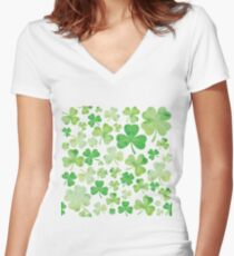Camiseta entallada de cuello en V St Patricks Day Green Watercolor Shamrock Pattern