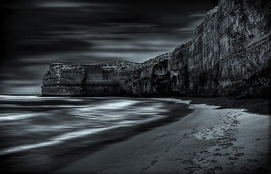Echoes of night. by mellosphoto
