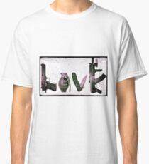 'LOVE' GUNS  Classic T-Shirt