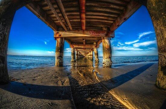 Rye pier by mellosphoto