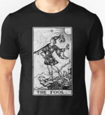 The Fool Tarot Card - Major Arcana - fortune telling - occult Slim Fit T-Shirt