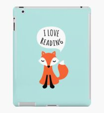 I love reading, cute cartoon fox on blue background iPad-Hülle & Klebefolie
