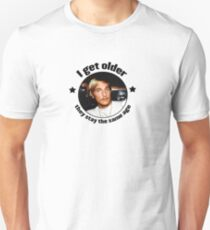 Wooderson (dazed & confused quote) - I get older, they stay the same age. T-Shirt