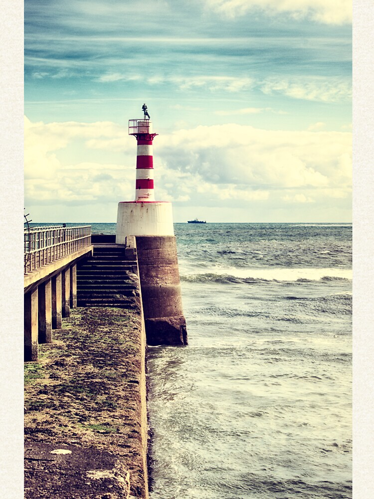 Amble Pier Lighthouse by InspiraImage