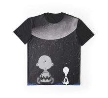 snoopy and charlie look at the moon Graphic T-Shirt