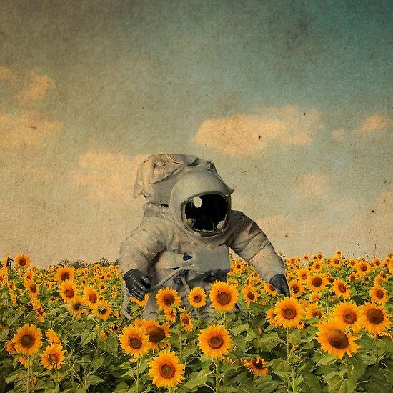 Astronaut in einem Sonnenblumenfeld von BananenBunker