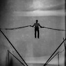 «The Amazing Gravity Defying Man - Brighton - Inglaterra» de Bryan Freeman