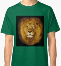 Lion at sunset Classic T-Shirt