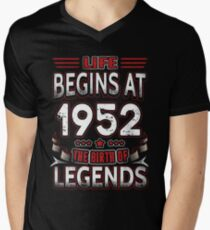 Life Begins At 64 - 1952 The Birth Of Legends T-Shirt Men's V-Neck T-Shirt