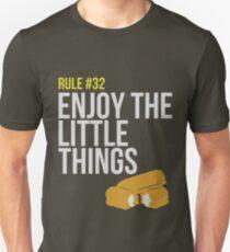 Camiseta unisex Guía de supervivencia del zombi - Regla # 32 - Disfruta de las pequeñas cosas