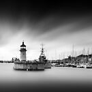 Ramsgate Lighthouse by Ian Hufton
