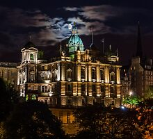 The moon at the Mound. by Graeme  Ross