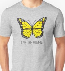 Camiseta unisex Live The Moment Inspirational Girly Butterfly Design