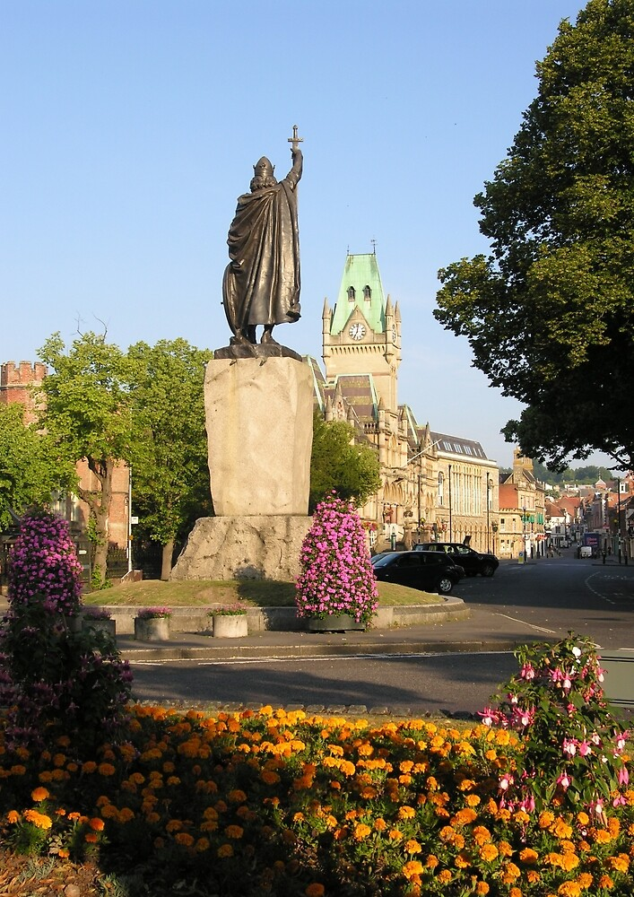 Alfred's statue & The Guildhall, The Broadway, Winchester, southern England by Philip Mitchell