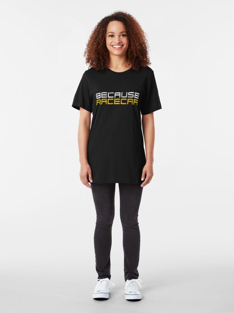 Vista alternativa de Camiseta ajustada Debido a Racecar (texto blanco y amarillo sucio)