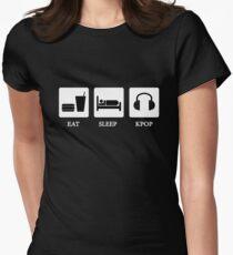 essen schlafen kpop Tailliertes T-Shirt