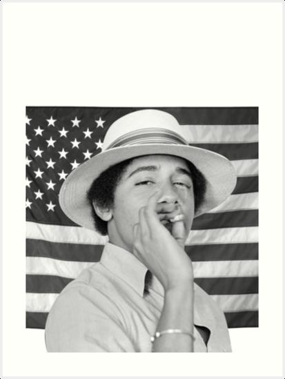 «Joven Obama fumando con bandera estadounidense» de billyoner