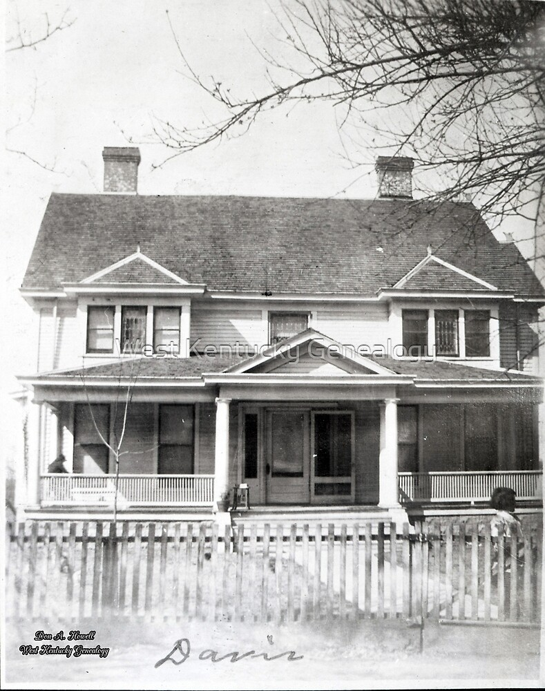 Davis House, Mayfield, Graves County, Kentucky by Don A. Howell