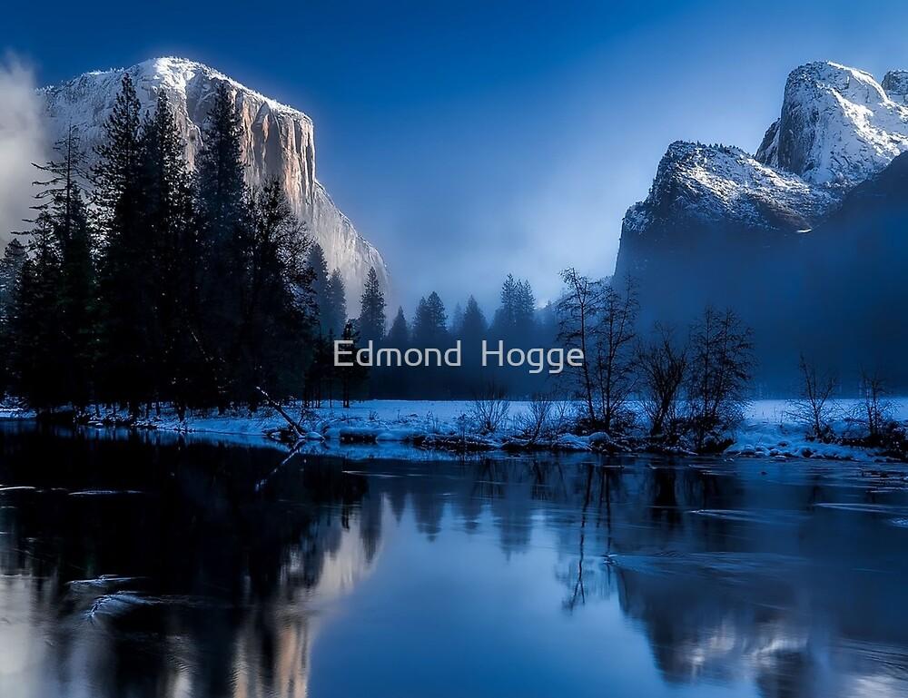 Yellowstone National Park by Edmond  Hogge