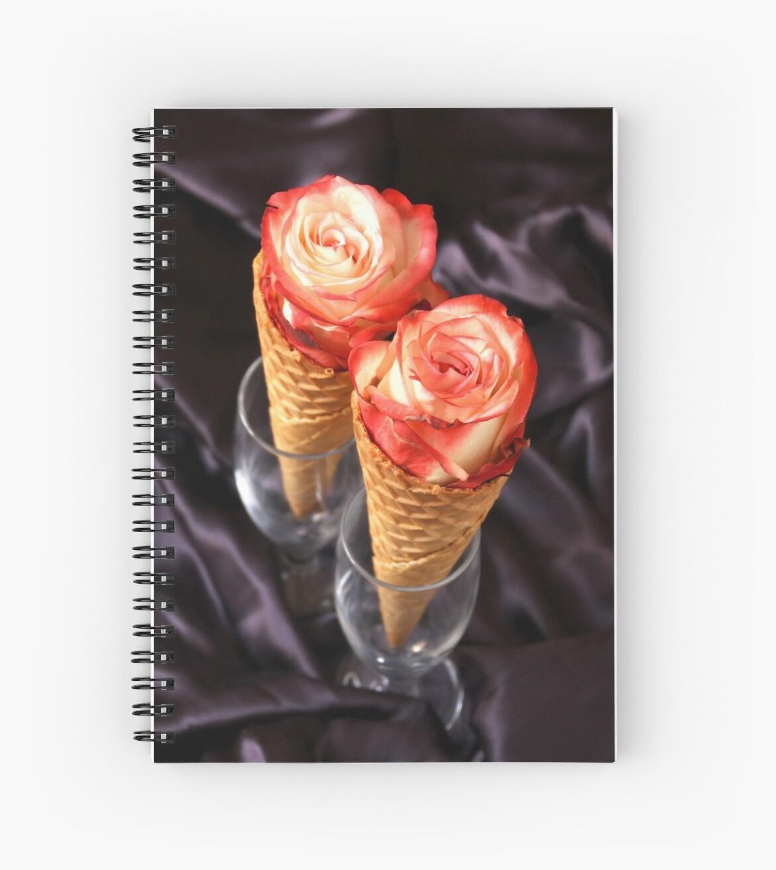 Rosas en conos de helado. by coffeeflavour