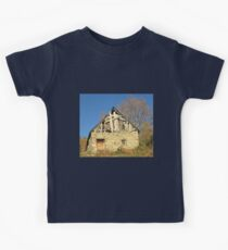 Barn in the countryside Kids Tee