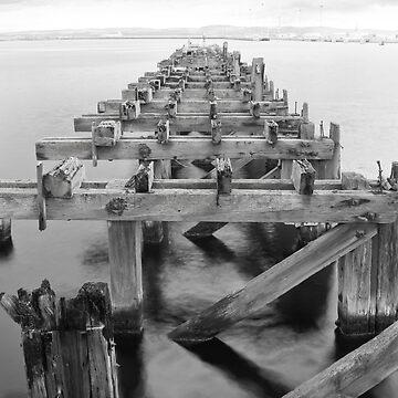 Old pier, Leith Docks by Jarivip