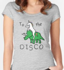 Zur Disco (Unicorn Riding Triceratops) Tailliertes Rundhals-Shirt