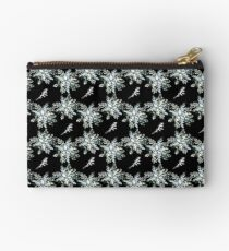 Silverleaf Wreath Studio Pouch