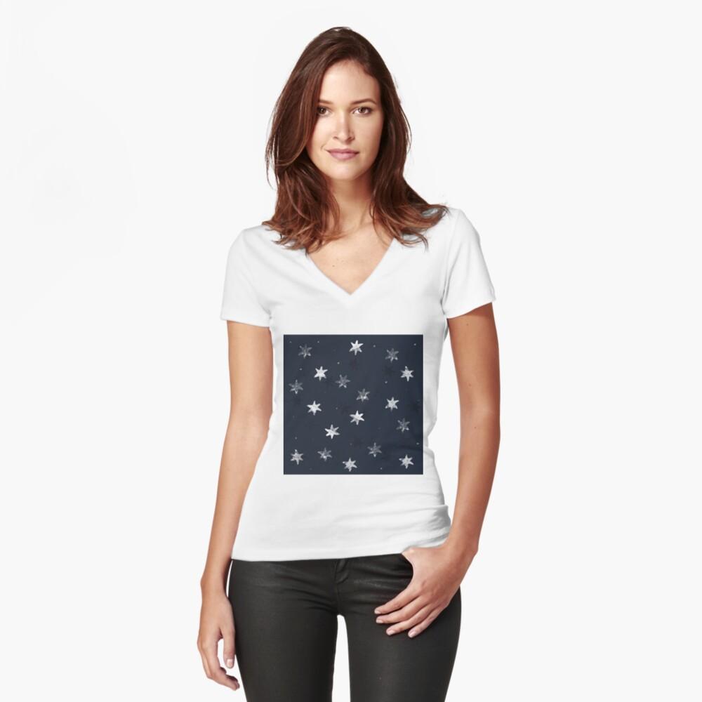 Gestempelter Stern Tailliertes T-Shirt mit V-Ausschnitt