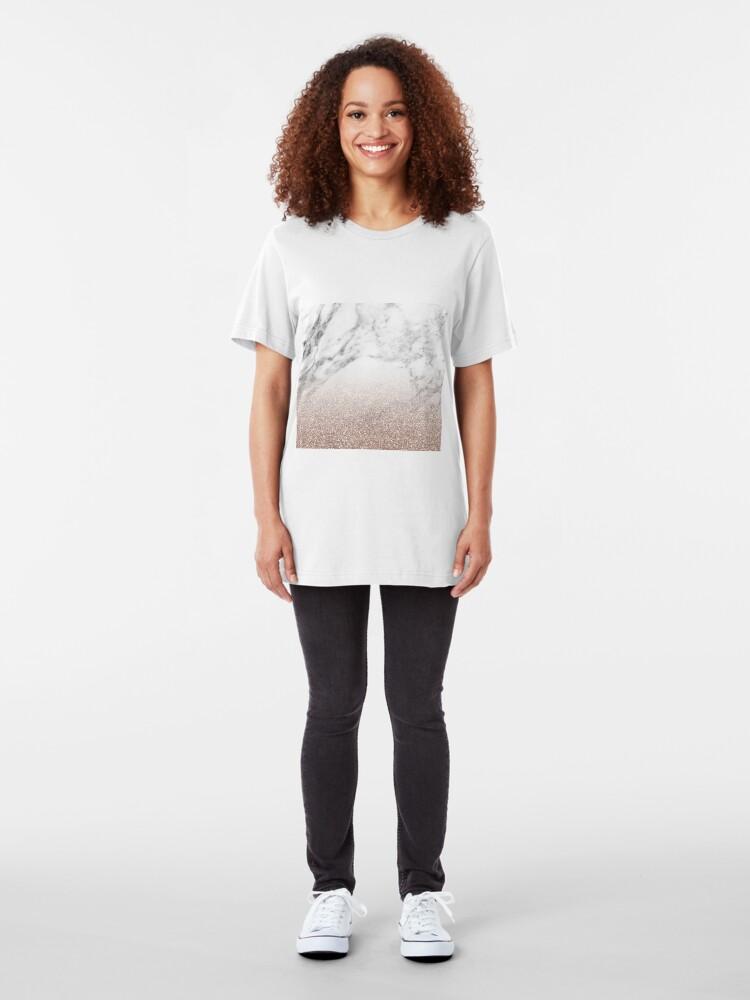 Alternative Ansicht von Rose Gold Glitter auf Marmor Slim Fit T-Shirt