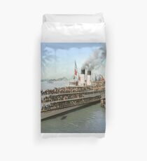Sidewheeler Tashmoo leaving wharf in Detroit, ca 1901 Colorized Duvet Cover