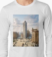 Flat Iron in New York City, ca 1903 colorized Long Sleeve T-Shirt